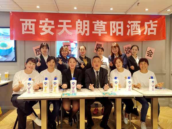 AG和记娱乐草阳酒店举办第一季度员工生日会暨恳谈会