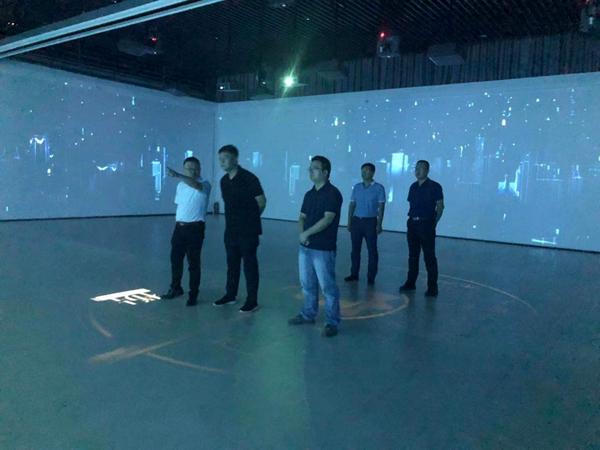 科大讯飞项目总监张熙一行参观长安大学城梦想小镇